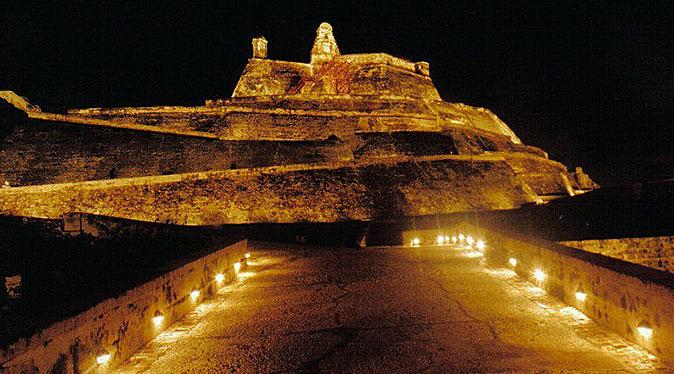El Castillo de San Felipe de Barajas en la noche - Monumentos en Cartagena